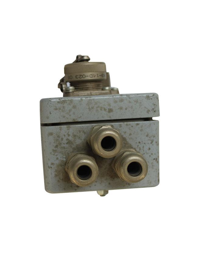SUM820摊铺机左右接线盒