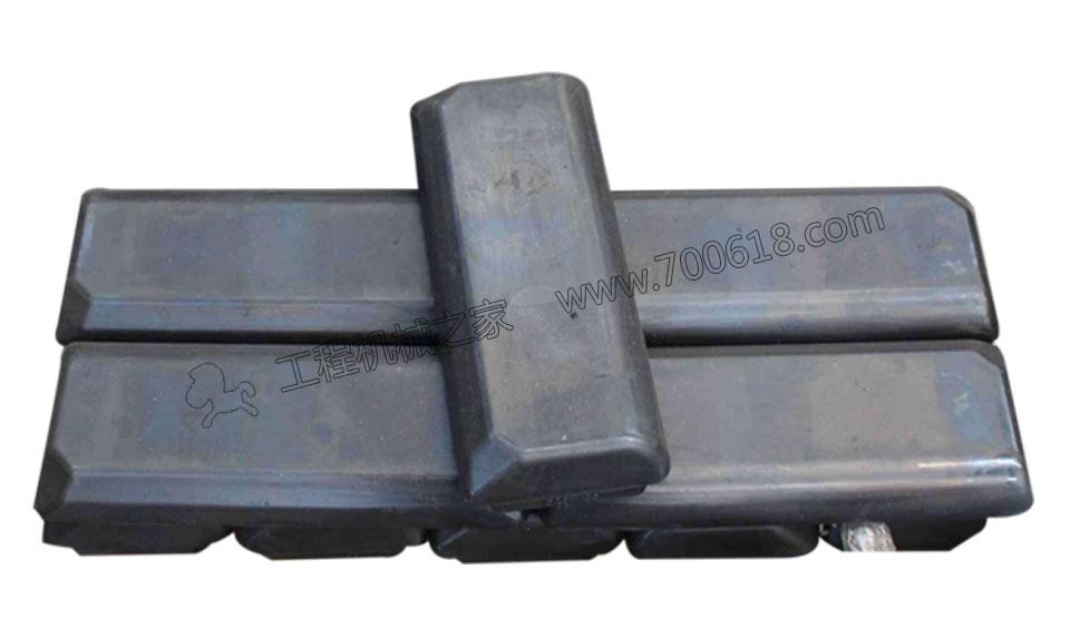 ABG7620摊铺机履带板胶块